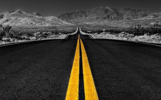 Yellow Line on Road 300x187 Manzara Fotoğraflarında Dikkat Edilmesi Gerekenler