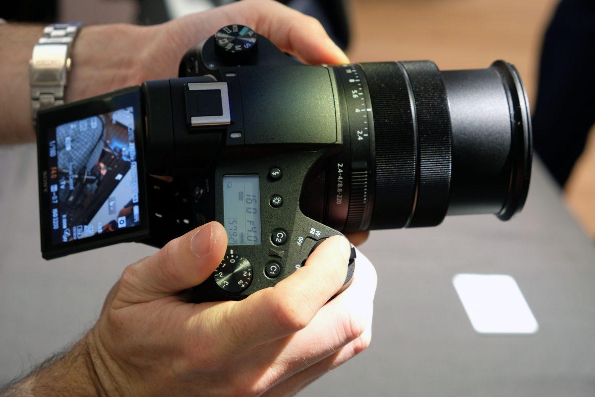Sony-RX10-IV-body